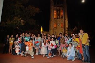 Các bạn sinh viên và gia đình tham gia Trung Thu 2012