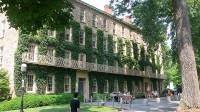Đối với nhiều người ở ngưỡng cửa đại học, được vào Ivy Leaguelà điều đáng mong ước. Ivy League được dùng để nói đến tám trường đại học gồm: Brown,...