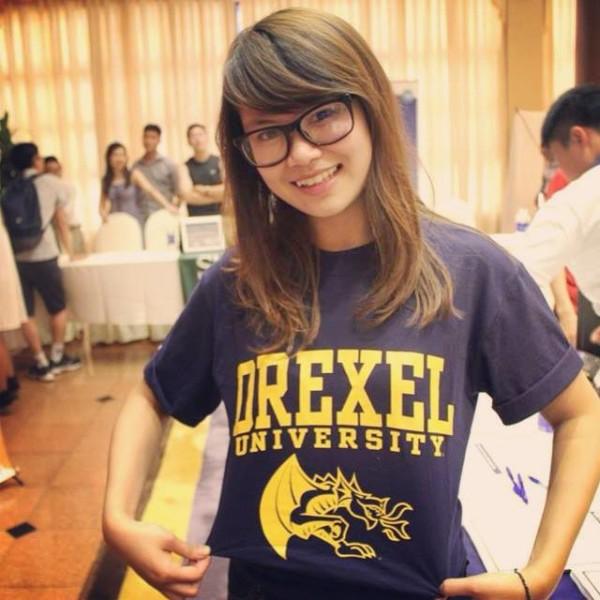 SBD04-DDVN1: Nguyễn Mai Phương + Trường: Drexel University, Philadelphia, PA + Chuyên ngành: Marketing + Sở thích: Photography, drawing, shopping and travel + Định hướng học tập: Hoàn thành 5 năm học đại học tại Drexel và sẽ quay trở về để gây dựng sự nghiệp. Trong quá trình học tập không chỉ trau dồi kiến thức mà còn tạo mối quan hệ và nâng cao khả năng giao tiếp và lãnh đạo. Và đặc biệt, Phương là một thành viên e-board Drexel VSA (Vietnamese Student Association) có trách nhiệm tổ chức các sự kiện trong các dịp lễ đặc biệt. Nhưng không chỉ dừng ở đó, Phương muốn mở rộng thêm mạng lưới và nâng tầm cho hội học sinh người Việt đến với cộng đồng Mỹ. Với lợi thế đông đảo học sinh Việt Nam tại Drexel khả năng để thực hiện dự định đó sẽ cao hơn. Và Phương tin rằng trong tương lai gần Drexel VSA sẽ đạt được những mục tiêu và mong muốn đã đề ra.
