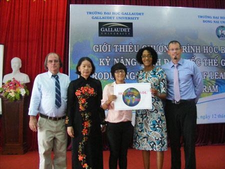 Nữ sinh khiếm thính đầu tiên của Việt Nam nhận học bổng du học Mỹ