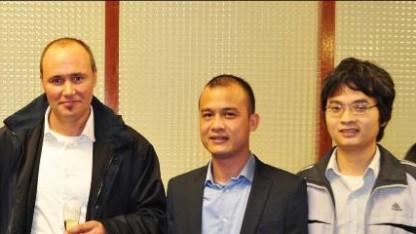 Từ trái sang: Tiến sĩ Lionel Alméras, Tiến sĩ Vũ Hải Vinh, và PGS TS Phạm Hoàng Hiệp (PGS trẻ nhất Việt Nam năm 2011).