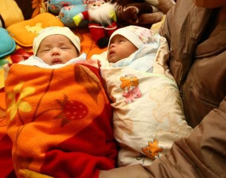Cặp song sinh ra đời bằng tinh trùng được lấy từ tử thi