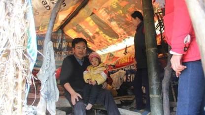 """""""Có lẽ hình ảnh căn lều của sáu đứa trẻ con ở Lũng Luông là hình ảnh ám ảnh nhất trong năm 2013 này đối với mình"""" - Trần Đăng Tuấn"""