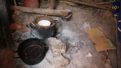 Có khi nỗi sợ bếp  lửa làm cháy cả căn lều còn lớn hơn sợ rét đêm đông.