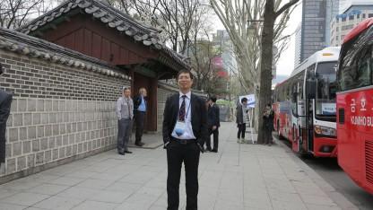 Nhà báo Trần Việt Hưng khi dự hội thảo tại Hàn Quốc