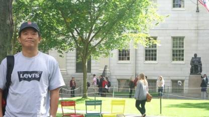 TS.Lê Vĩnh Trương trong khuôn viên ĐH Harvard