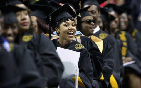 Lượng sinh viên Mỹ tốt nghiệp đại học tăng mạnh