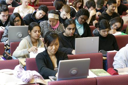 Thay đổi kỳ thi SAT gây bất lợi cho sinh viên quốc tế