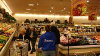 Market Basket: đây là chợ Tây được nhiều người thích vì rẻ và thức ăn tươi ngon. Chợ này bán đủ thứ, cả thức ăn Tây lẫn Ta. Thịt heo...