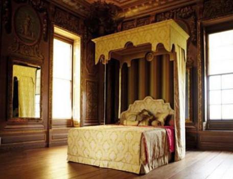 Đại gia ngủ siêu giường, nhà chăng thép gai có sướng?
