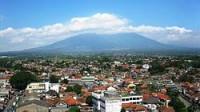 """Tác giả: Hoàng Khánh Hòa Nguồn: Đọt Chuối Non Thành phố Bogor và núi Salak Tiếng Indonesia, mọi người sẽ gọi là """"Pak Iwan"""". Pak có nghĩa giống như """"anh""""..."""