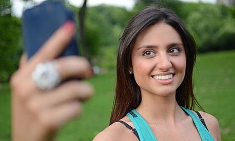 Hiệp hội Tâm thần Hoa Kỳ công bố chụp ảnh tự sướng là chứng rối loạn tâm lý
