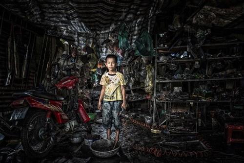 Bộ ảnh rơi nước mắt về ước mơ trẻ em nghèo