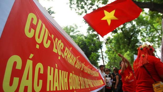 Hàng vạn người dân mittinh phản đối Trung Quốc