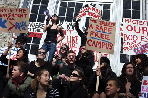 Mỹ điều tra lạm dụng tình dục ở 55 trường ĐH, CĐ