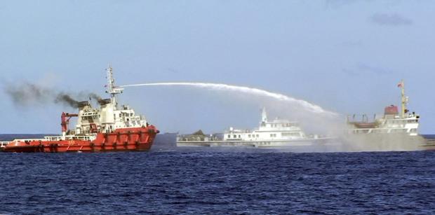 Trung Quốc ngang ngược đòi Việt Nam rút tàu mới đàm phán