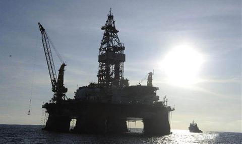 Tàu Trung Quốc ném vật cứng vào tàu kiểm ngư Việt Nam