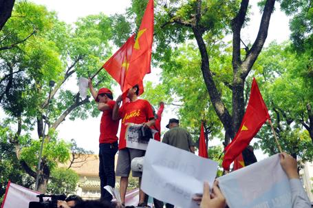 """Trung Quốc muốn """"nắn gân"""" lại Việt Nam"""