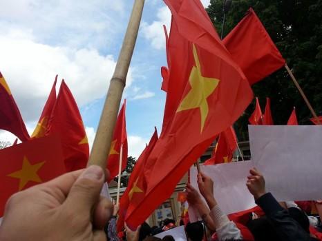 Du học sinh trở thành sứ giả truyền tin vụ giàn khoan Trung Quốc