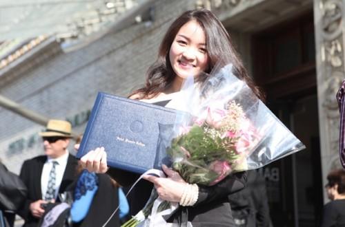 Thủy Top tốt nghiệp cử nhân xuất sắc ở Mỹ