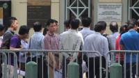 Ngày 12.5, Tổng lãnh sự quán Mỹ tại TP.HCM tổ chức họp báo cung cấp một số thông tin mới về việccấp visa đi Mỹ.  Xếp hàng chờ xin...