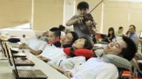 Mới đây, một doanh nghiệp tại Hà Nội đã cho xây dựng phòng thư giãn dành cho nhân viên của mình. Nhân viên có ghế matxa, phòng thư giãn riêng,...