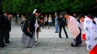 Cũng chính vì cách nói năng tế nhị như vậy mà người Nhật rất hay xin lỗi. Đến bị người khác giẫm vào chân cũng xin lỗi! Bài 1:Những điều...