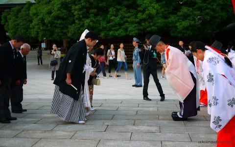 Người Nhật: Bị dẫm vào chân cũng… xin lỗi