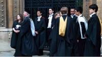 Ở Anh, các bằng cử nhân được xếp hạng dựa trên kết quả học tập hoặc độ dài khoá học. Trong đó, bằng cấp được chia làm hai hạng là...
