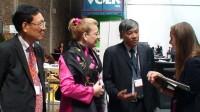 Bộ Bộ trưởng Giáo dục-Đào tạo Phạm Vũ Luận (ngoài cùng bên trái) cùng đoàn cán bộ Việt Nam trao đổi với các đối tác nước ngoài tại Hội nghị...