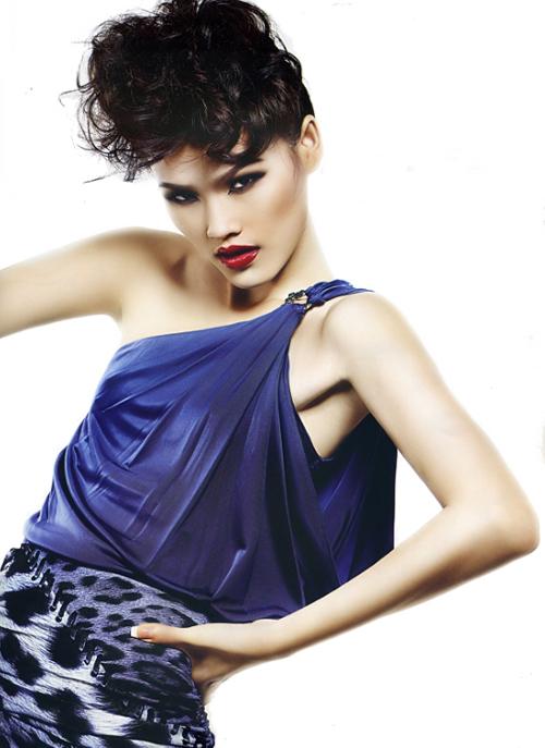 ... và Tuyết Lan Á quân Vietnam Next Top Model 2010 sẽ trực tiếp hướng dẫn các thí sinh dự thi.