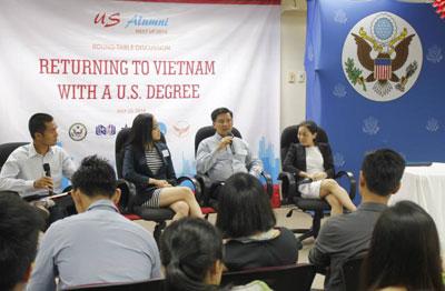 Hình ảnh buổi gặp mặt các du học sinh ở Thành phố Hồ Chí Minh