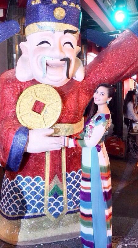 Hoàng Vũ Thảo Nguyên - cô MC duyên dáng và xinh đẹp