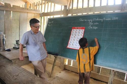 Giáo sư Ngô Bảo Châu 'đứng lớp' ở bản vùng cao