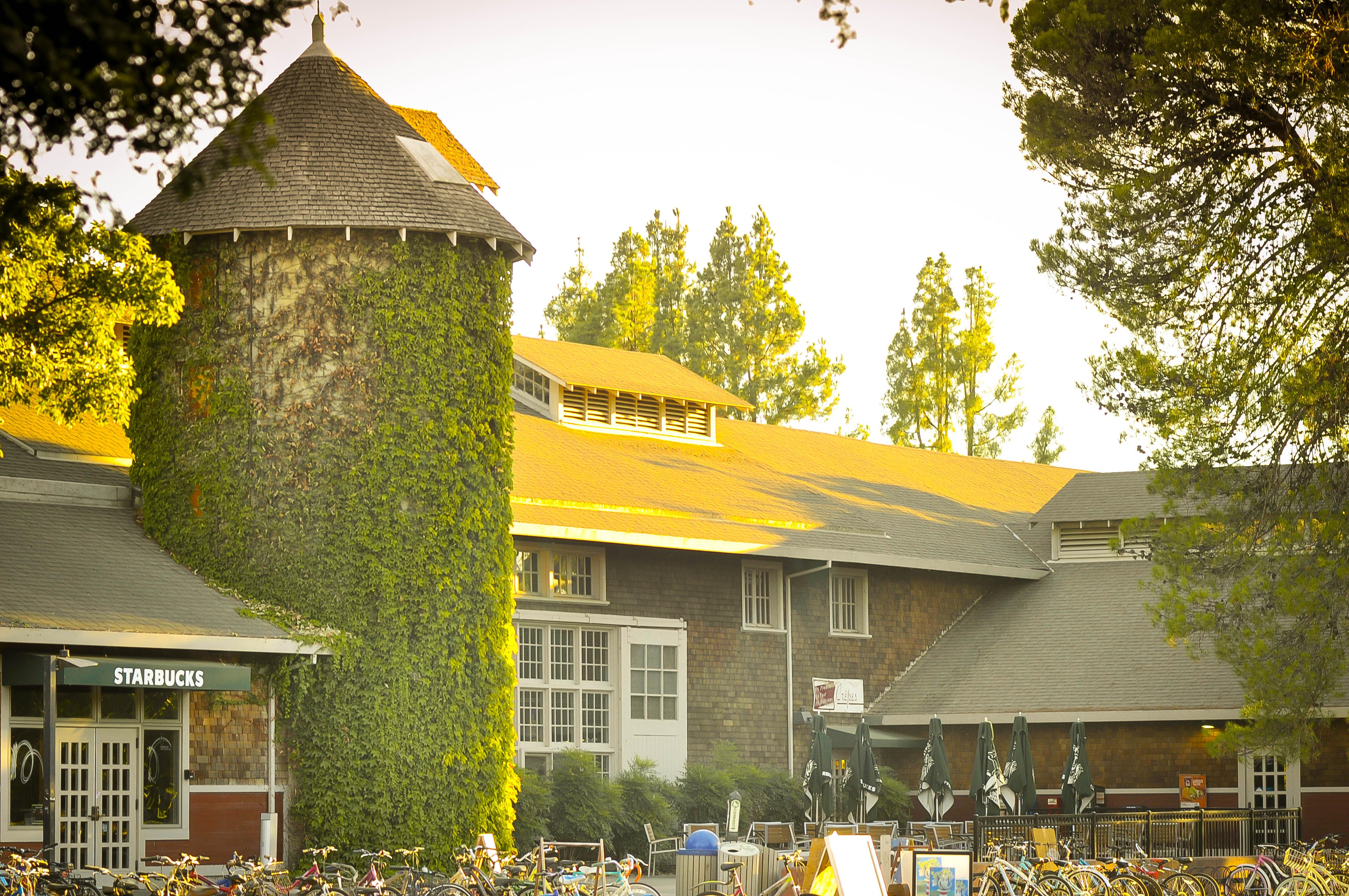 Silo, khu canteen dành cho sinh viên
