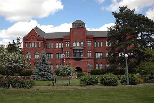 Tham quan một trong những trường ĐH khó trúng tuyển nhất nước Mỹ