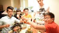(Hà Đỗ- Sinhvienusa.org) Du học sinh viên Việt Nam tại Oklahoma State University (OSU) dù bận rộn với bài vở và cũng quen với món ăn nhanh như Pizza, Hamburger,...