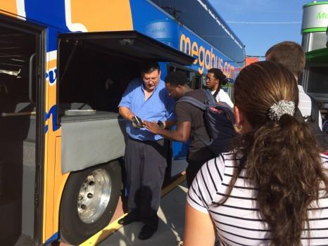 Đi xe buýt xuyên bang ở Mỹ với giá… 1 USD