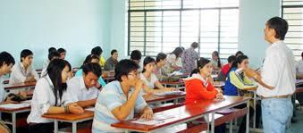 Cấm giảng viên, sinh viên mặc quần jeans, đi dép lê