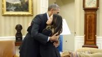 (Vnexpress.net) Tổng thống Mỹ Barack Obama hôm qua đón tiếp và ôm nữ y tá gốc Việt Nina Phạm, sau khi cô khỏi bệnh Ebola. Tổng thống Mỹ Barack Obama...