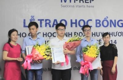 Ba học sinh đoạt giải Olympic Toán Quốc tế 2014 nhận học bổng IvyLead