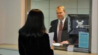 Sinh viên muốn đi du học trước hết sẽ phải vượt qua vòng phỏng vấn xin visa tại các sứ quán Anh, Mỹ, Pháp, Phần Lan, Thuỵ Sĩ, Đức, Úc,...