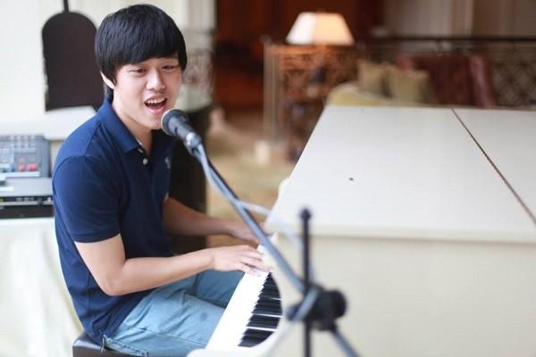Bình thường, Chí Long còn rất giỏi đàn, hát,...