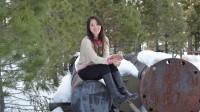 Mùa đông nước Mỹ với nắng vàng, tuyết trắng phủ khắp nơi đã tạo ra cảnh tượng vô cùng tráng lệ. Giữa cái lạnh của tuyết, nụ cười tươi tắn...