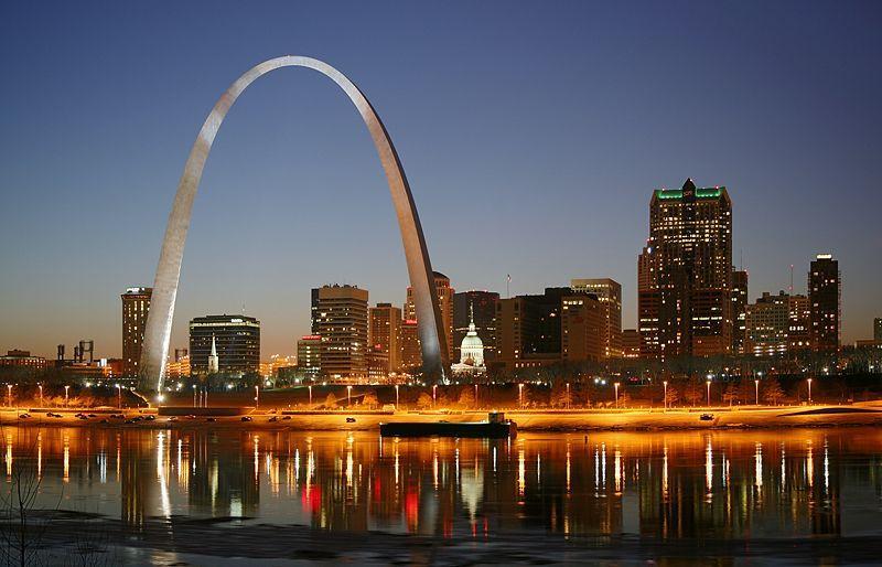 Missouri- Cầu cổng vòm tại Saint Louis kiêu hãnh nằm bên dòng sông huyền thoại Mississippi.