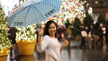 Nụ cười nữ sinh Việt tại New York. Trong ảnh: Bạn Thuý Nguyễn từ Boston đã lên New York đón Noel
