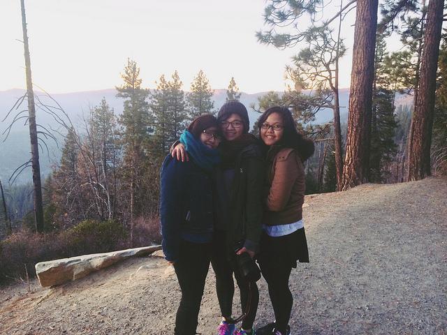 Ba bạn gái trong hành trình xuyên Mỹ, Rio Lâm ngoài cùng bên phải.