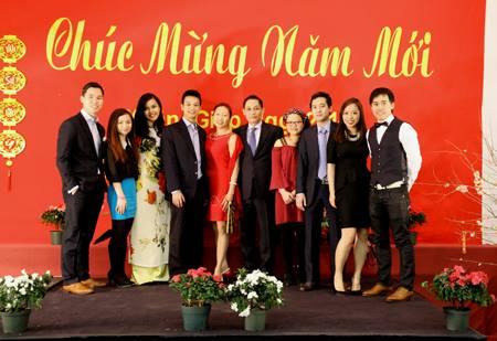 Ban to chuc Tet 2014 cung Dai Su va Phu Nhan