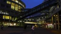 Năm 2015 – 2016, 54 học bổng trị giá € 5,000 mỗi suất sẽ được trao tặng cho các cử nhân tại đại học The Hague – Hà Lan.