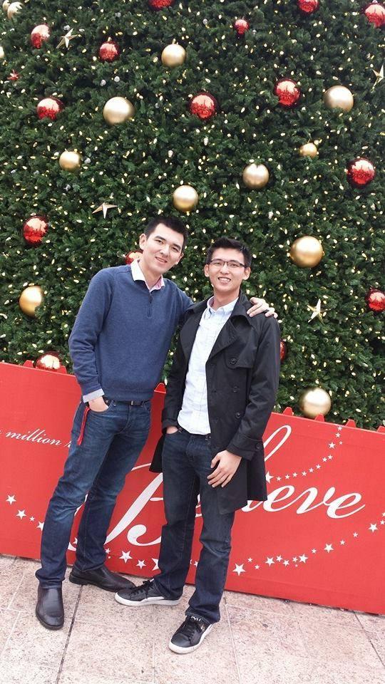 Cường và em trai trong lễ Giáng sinh 2014